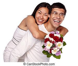 mellan skilda raser par, omfamna