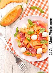 melon salad with mozzarella and prosciutto
