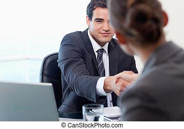 menedzser, interjúvolás, egy, női, jelentkező