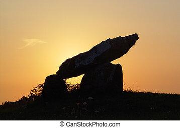 menhir, hos, solnedgang
