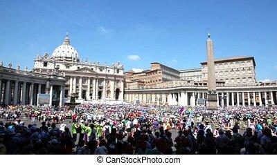menigte, van, toerist, verzamelde, op, plein, dichtbij, heilige, peters, kathedraal