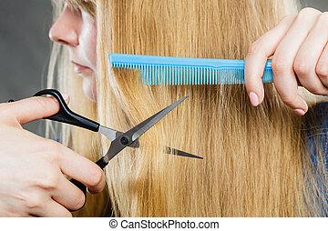 menina, é, corte, dela, cabelo, baixo.
