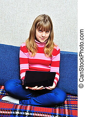 menina adolescente, com, caderno