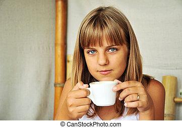 menina adolescente, com, copo