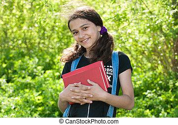 menina adolescente, com, livros, ligado, natureza