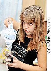 menina adolescente, cozinha