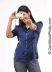 menina adolescente, segurando, cartão crédito