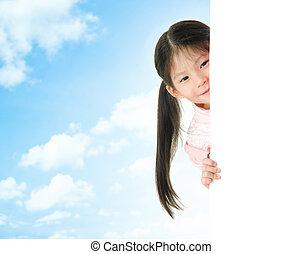 menina, atrás de, escondendo, cartão, em branco, asiático, branca