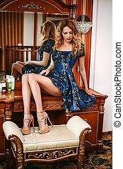 menina, azul, boudoir, tabela, escuro, vestido, sentando, bonito, desgastar