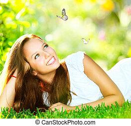 menina, beauty., capim, ao ar livre, mentindo, verde, primavera, bonito