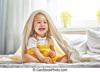 menina bebê, cama