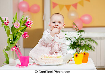 menina bebê, comendo bolo