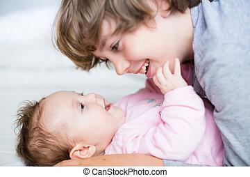 menina bebê, irmão, dela, rir