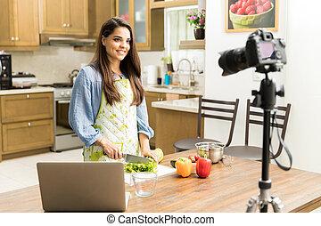 menina bonita, fazer, vídeo, para, um, alimento, blog