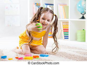 menina, brinquedos, tocando, coloridos, criança
