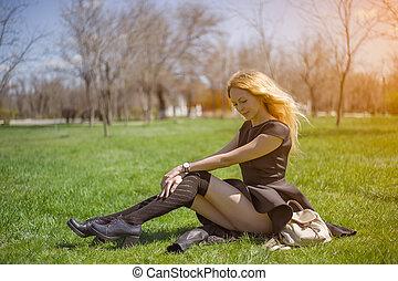 menina, cabelo, vestido preto, longo, meias