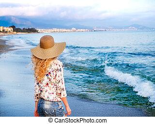menina, chapéu, costa mar