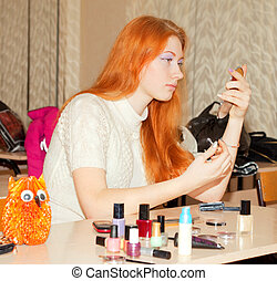 menina, com, brilhante vermelho, cabelo, maquilagem