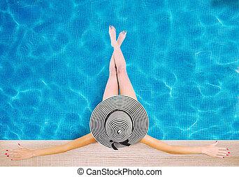 menina, com, chapéu, em, a, natação, pool., conceito, de, verão, relaxe