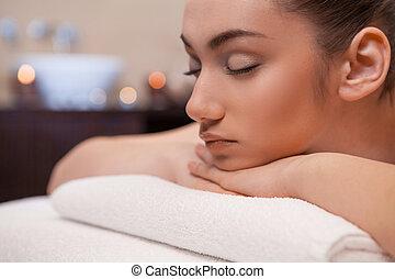 menina, deitando, ligado, massagem, tabela., menina, é, dado, massagem, de, dela, costas
