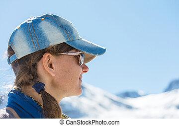 menina, em, inverno, montanhas