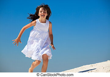 menina, em, vestido branco, ligado, praia