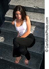 menina, escadas, sentando