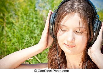 menina, escutar música, em, fones