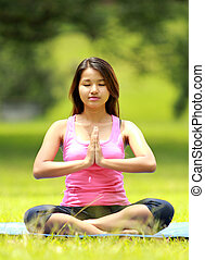 menina, fazendo, meditação, praia
