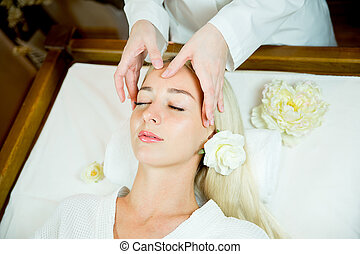 menina, fazendo, rosto, massagem