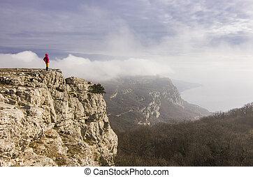 menina, ficar, ligado, um, penhasco, em, montanhas