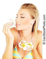 menina, flor, cheirando
