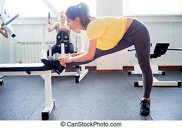 menina, ioga, esticar, em, ginásio