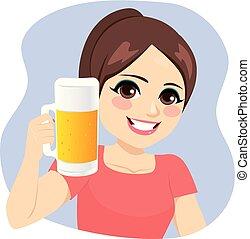 menina, jarro, cerveja, segurando, jovem