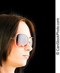 menina jovem, com, óculos de sol, isolado, ligado, pretas