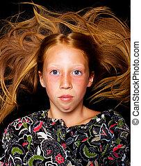 menina jovem, com, cabelo vermelho