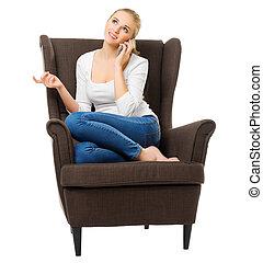 menina jovem, conversas, por, telefone móvel, cadeira