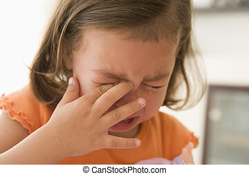 menina jovem, dentro, chorando