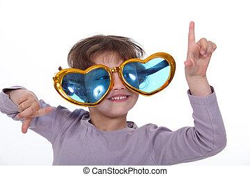 menina jovem, desgastar, funky, óculos