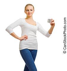 menina jovem, em, calças brim, com, telefone móvel