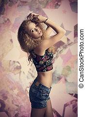 menina jovem, em, moda, pose