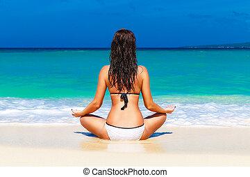 menina jovem, ligado, um, tropicais, praia., férias verão, concept.