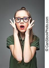 menina, jovem, surpreendido, óculos