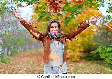 menina, lances, folhas, feliz, maple