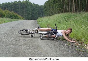menina, magoado, bata, bicicleta, acidente