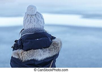 menina, olha, inverno, lago