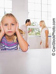 menina, pais, luta, triste