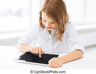 menina pequena sorrindo, com, pc tabela, em, escola