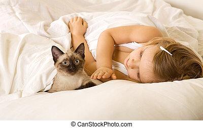 menina, pequeno, cama, dela, gatinho