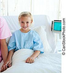 menina, pequeno, cama hospital, doente